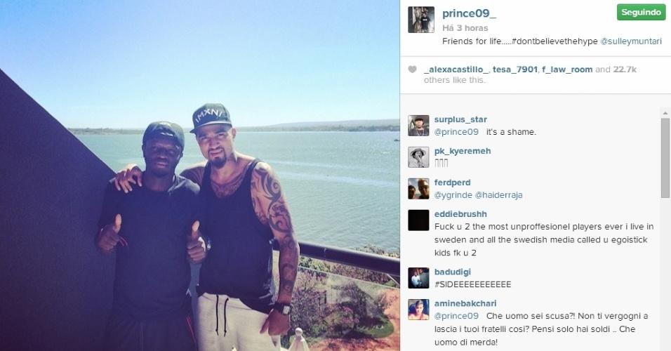 Boateng e Muntari postam foto em frente à praia após serem suspensos da equipe de Gana