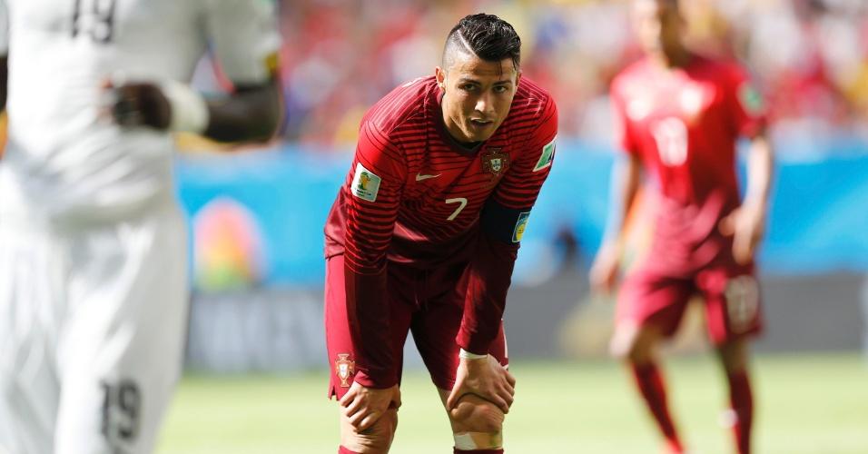 Cristiano Ronaldo faz cara de desolado após o Gana empatar o placar com Portugal no Mané Garrincha; apesar da vitória, o melhor do mundo viu seu time ser eliminado da Copa