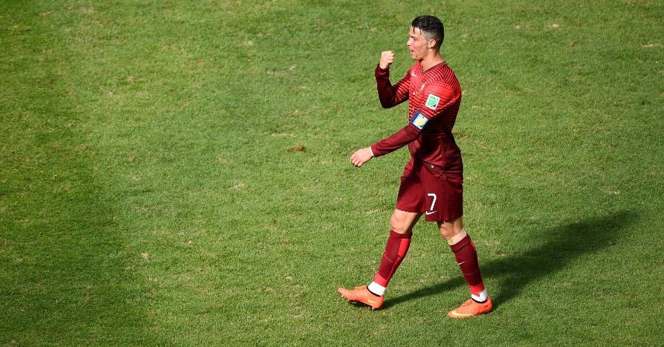 Cristiano Ronaldo marca o seu, no segundo tempo, mas pouco comemora na partida contra Gana; apesar da vitória e de um gol, o melhor do mundo viu seu time ser eliminado da Copa