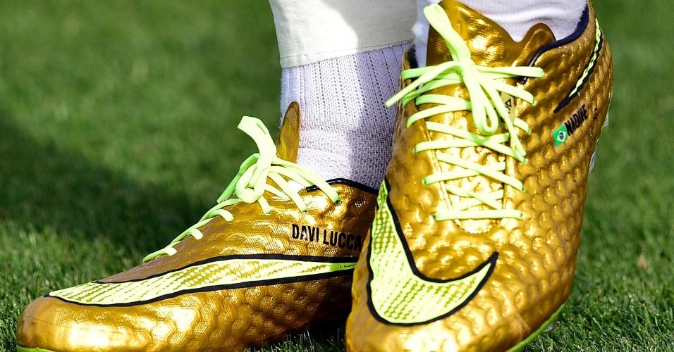 Davi Lucca, filho de Neymar, também ganhou homenagem na chuteira dourada do craque durante treino da seleção brasileira