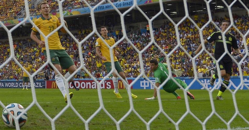 Fernando Torres faz o segundo gol para a Espanha contra a Austrália