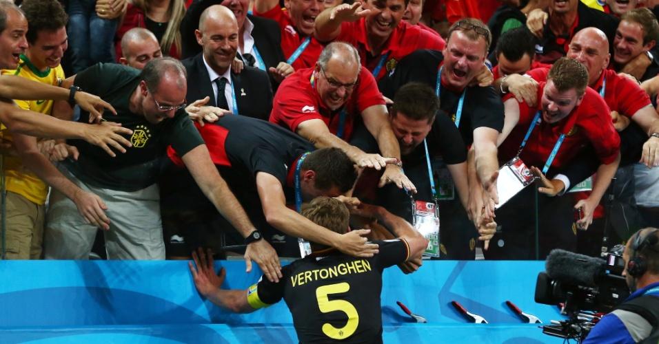 Jan Vertonghen foi para a torcida após marcar o gol da Bélgica contra a Coreia do Sul