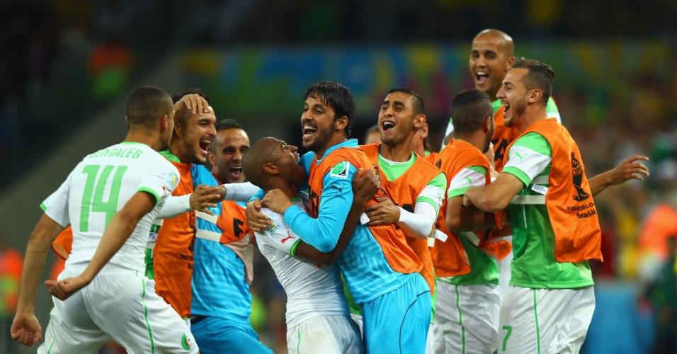 Jogadores da Argélia comemoram o gol de empate contra a Rússia, na Arena da Baixada