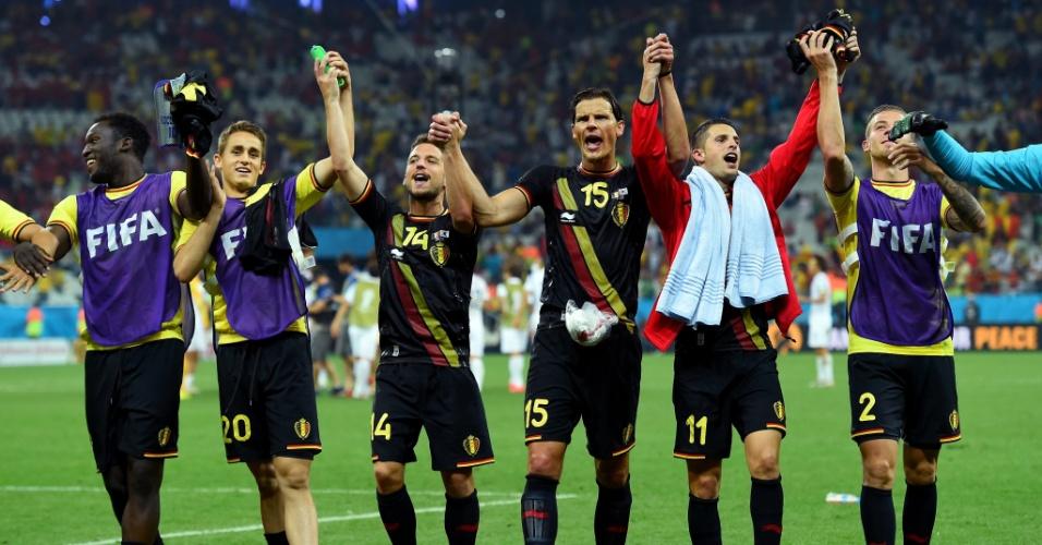 Jogadores da Bélgica cumprimentam a torcida presente no Itaquerão após a vitória sobre a Coreia