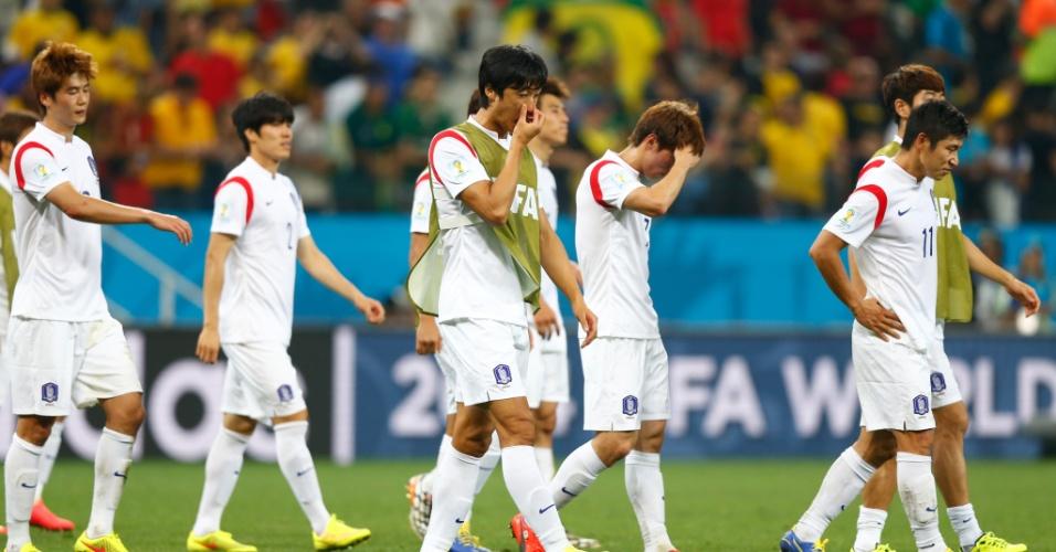 Jogadores da Coreia do Sul exibem abatimento após derrota para a Bélgica; Seleção sul-coreana ficou em último no grupo e foi eliminada da Copa do Mundo
