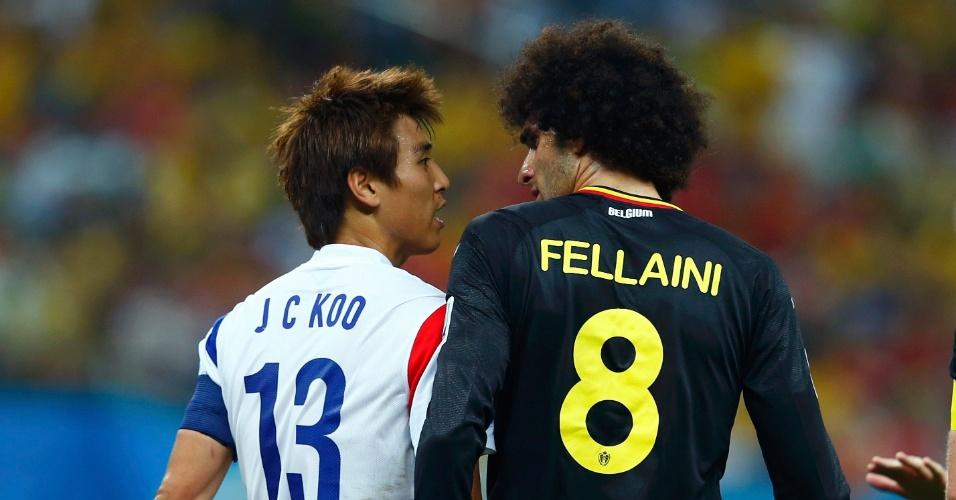 Koo Ja-cheol e Fellaini se estranharam durante partida entre Bélgica e Coreia do Sul, no Itaquerão