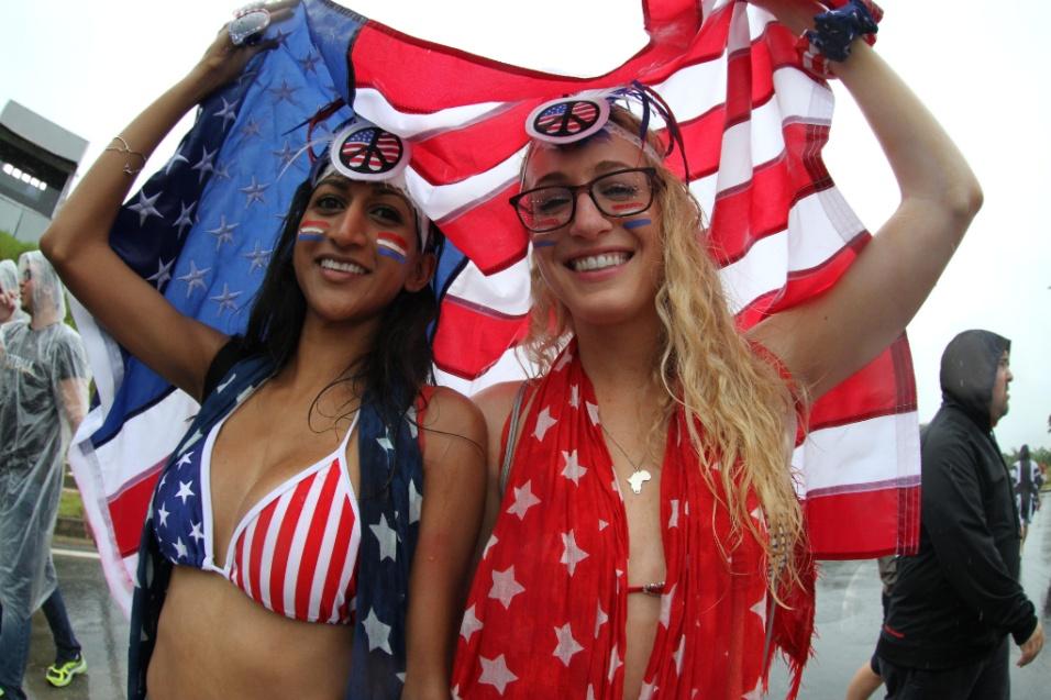 Nem a forte chuva no Recife tira a empolgação da torcida americana para o jogo contra a Alemanha