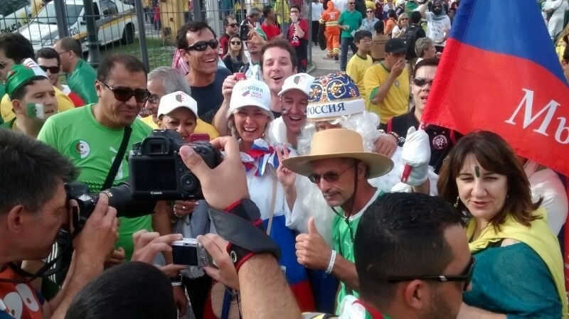 Russos e argelinos têm clima de paz antes de jogo que vale vaga nas oitavas de final da Copa do Mundo