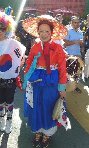 Sul-coreana carrega as cores e cultura do país para acompanhar a partida contra a Bélgica, no Itaquerão