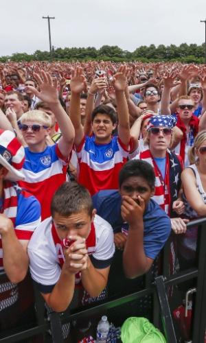 Torcedoram assistem ao jogo entre Estados Unidos e Alemanha em Chicago
