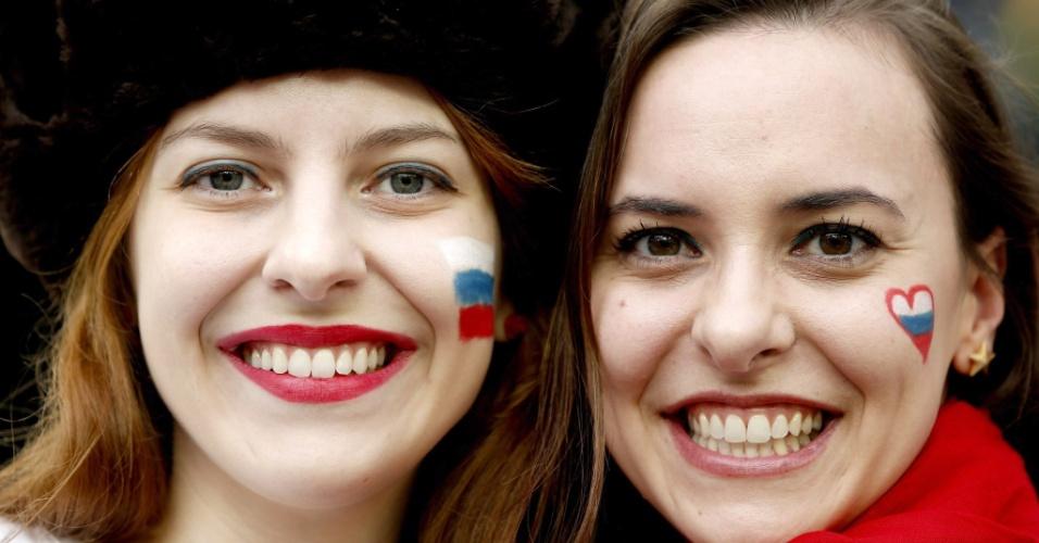 Torcedoras russas deixam a Arena da Baixada mais bela, antes da partida contra a Argélia