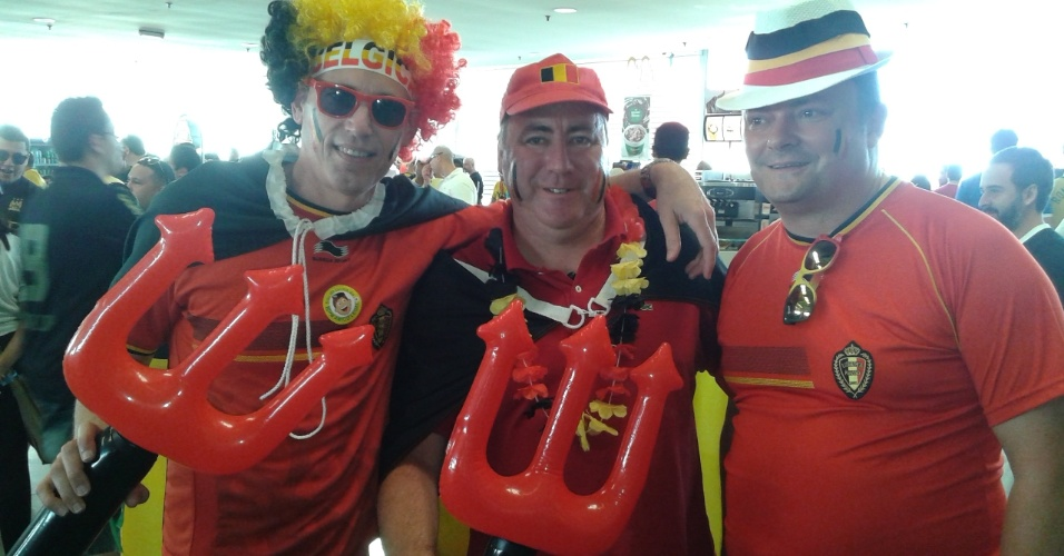 Torcedores belgas na região do Itaquerão aguardam a partida contra a Coreia do Sul