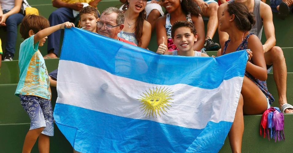 Torcedores da Argentina acompanham treino da Suíça em Porto Seguro. Seleções se enfrentam nas oitavas de final