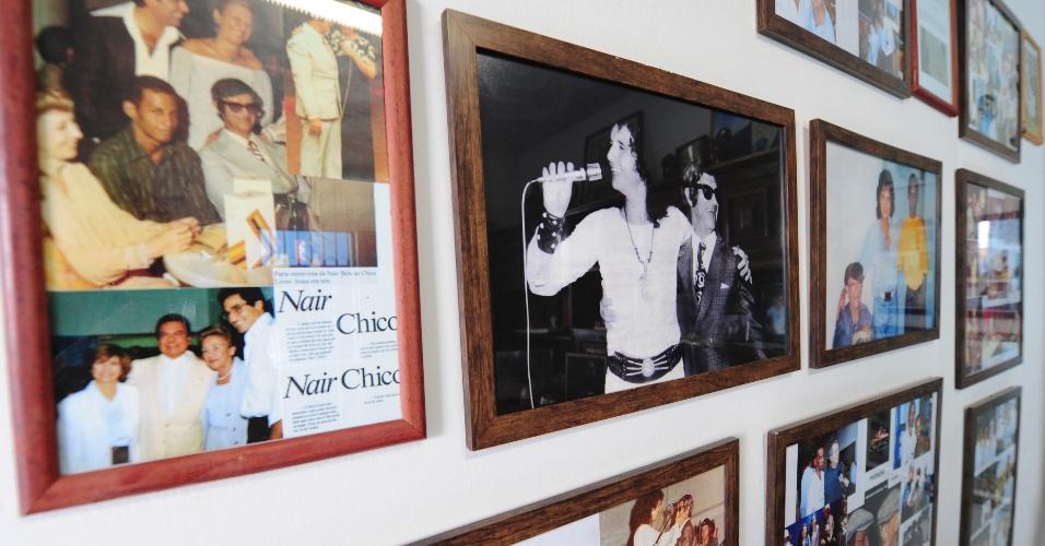 """Roberto Carlos está entre as celebridades exibidas em fotos com Chico Xavier - o """"rei"""" teria ajudado o médium em projetos assistenciais em Uberaba"""