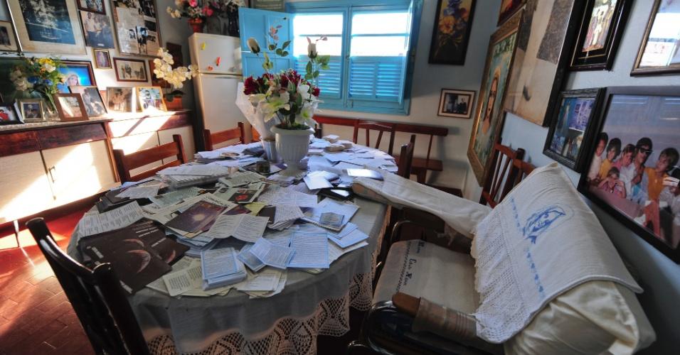 Imagem da poltrona em que Chico Xavier realizava suas psicografias nos últimos anos de vida - médium morreu com 92 anos