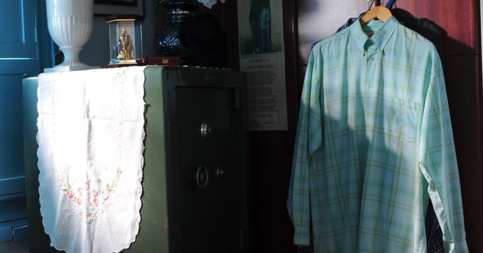 Parte das roupas do médium estão expostas nos cômodos da Casa de Memórias e Lembranças Chico Xavier