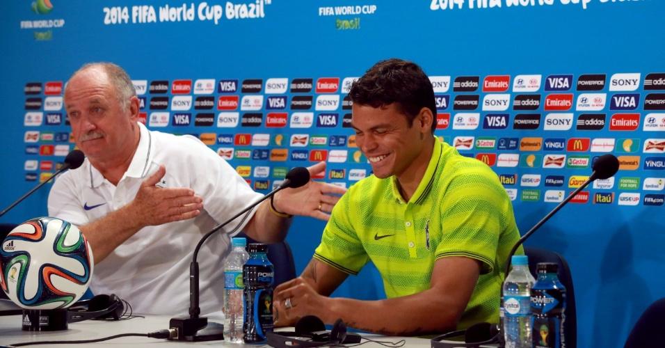 27.jun.2014 - Felipão brinca com pergunta sobre Playboy com nome de Neymar: