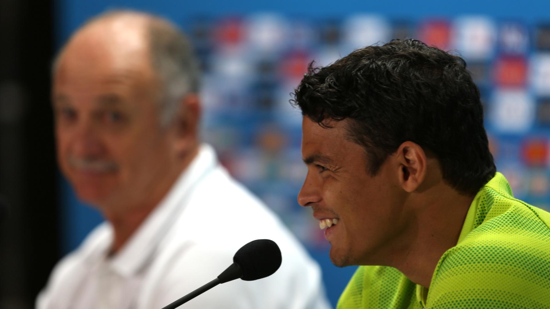 27.jun.2014 - Thiago Silva sorri durante entrevista coletiva no Mineirão, palco do jogo contra o Chile pelas oitavas de final no próximo sábado (28/06)
