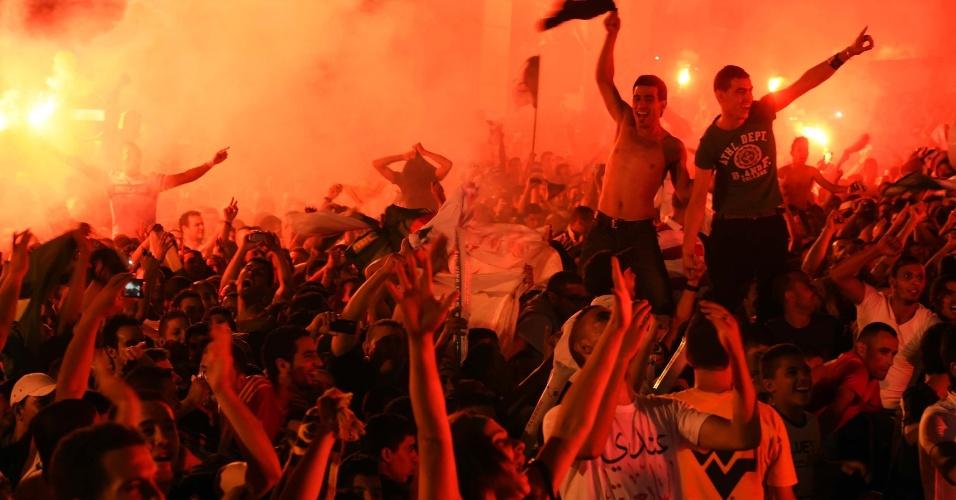 A capital da Argélia, Argel, também foi tomada por torcedores comemorando o empate com a Rússia em Curitiba que os classificou à próxima fase da Copa do Mundo