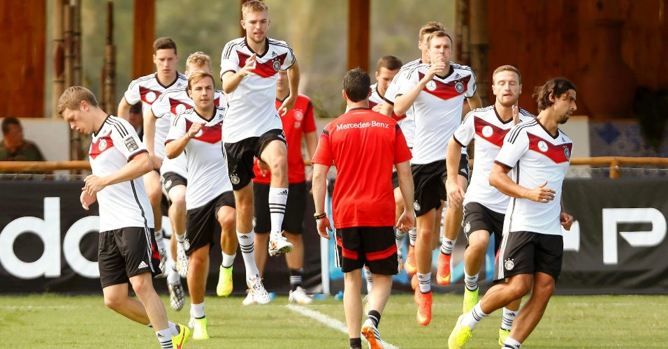 Alemanha treina dias antes de enfrentar a Argélia, pelas oitavas de final da Copa