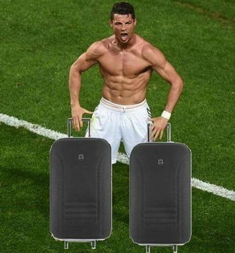 Eliminado na quinta-feira, Cristiano Ronaldo já estava com as malas prontas nesta sexta-feira, pelo menos na montagem