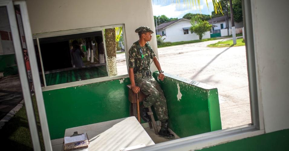 Os oficiais estão na ?Toca do Hexa? com janelas com insulfilm e ar condicionado no talo.