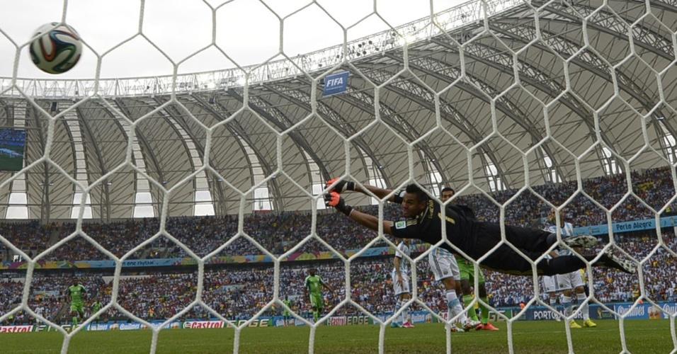 Musa marca o gol de empate para Nigéria contra a Argentina