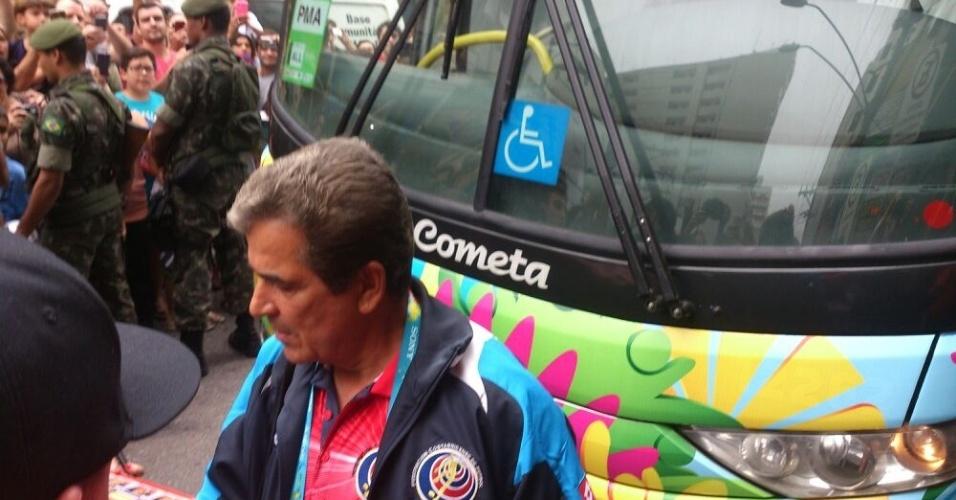 Sem revelar, técnico Jorge Luis Pinto não descarta fazer duas mudanças na seleção da Costa Rica