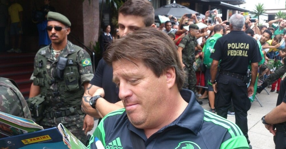 Técnico Miguel Herrera confirmou Salcido no lugar de José Vásquez, que cumpre suspensão contra os holandeses
