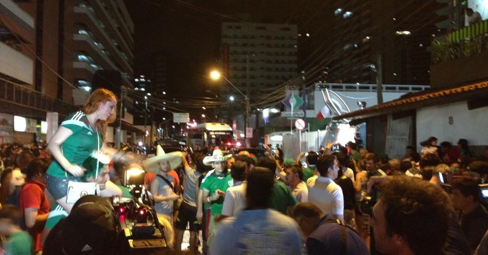 Torcida do México é recebida por 600 pessoas em Fortaleza