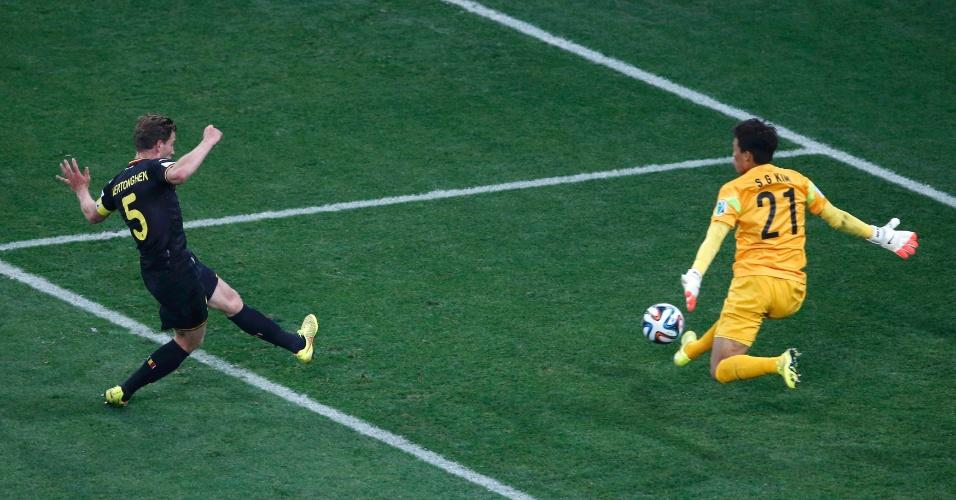 Vertonghen, da Bélgica, faz o gol contra a Coreia do Sul no Itaquerão