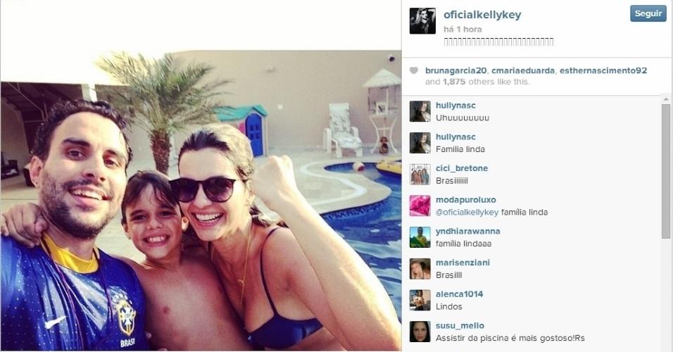 28.jun.2014 - Kelly Key comemora vitória do Brasil sobre o Chile nas oitavas de final da Copa