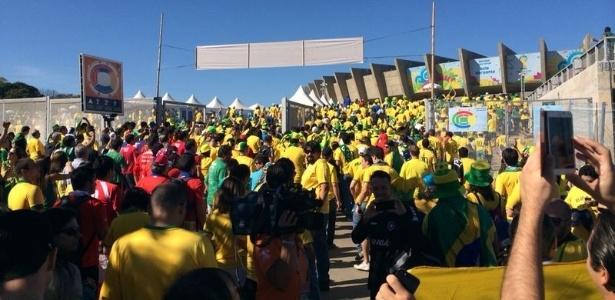 Policiais disfarçados irão atuar nas cercanias do estádio para deter cambistas antes da semifinal da Copa