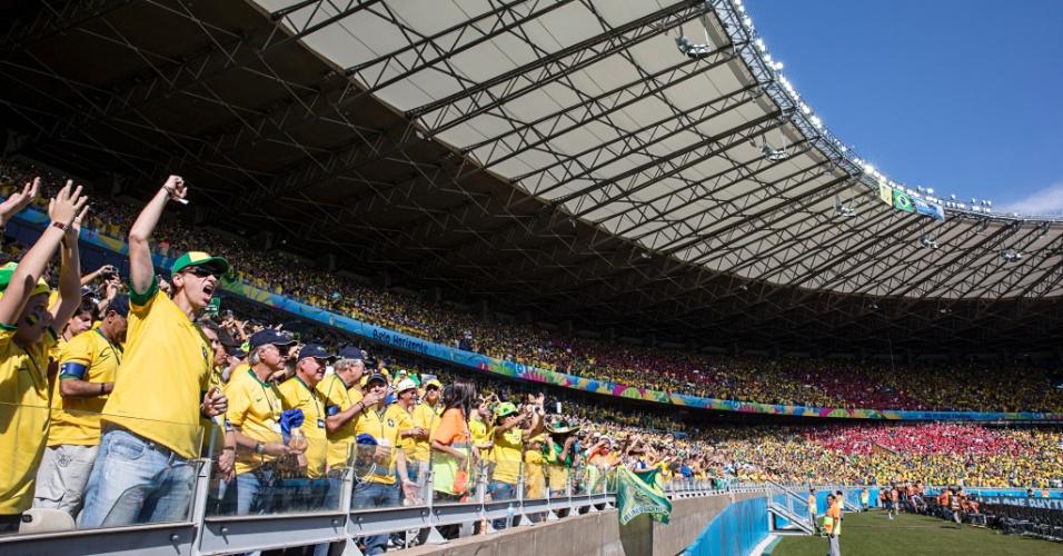 28.jun.2014 - Torcida vibra no Mineirão com vitória do Brasil sobre o Chile nas cobranças de pênaltis