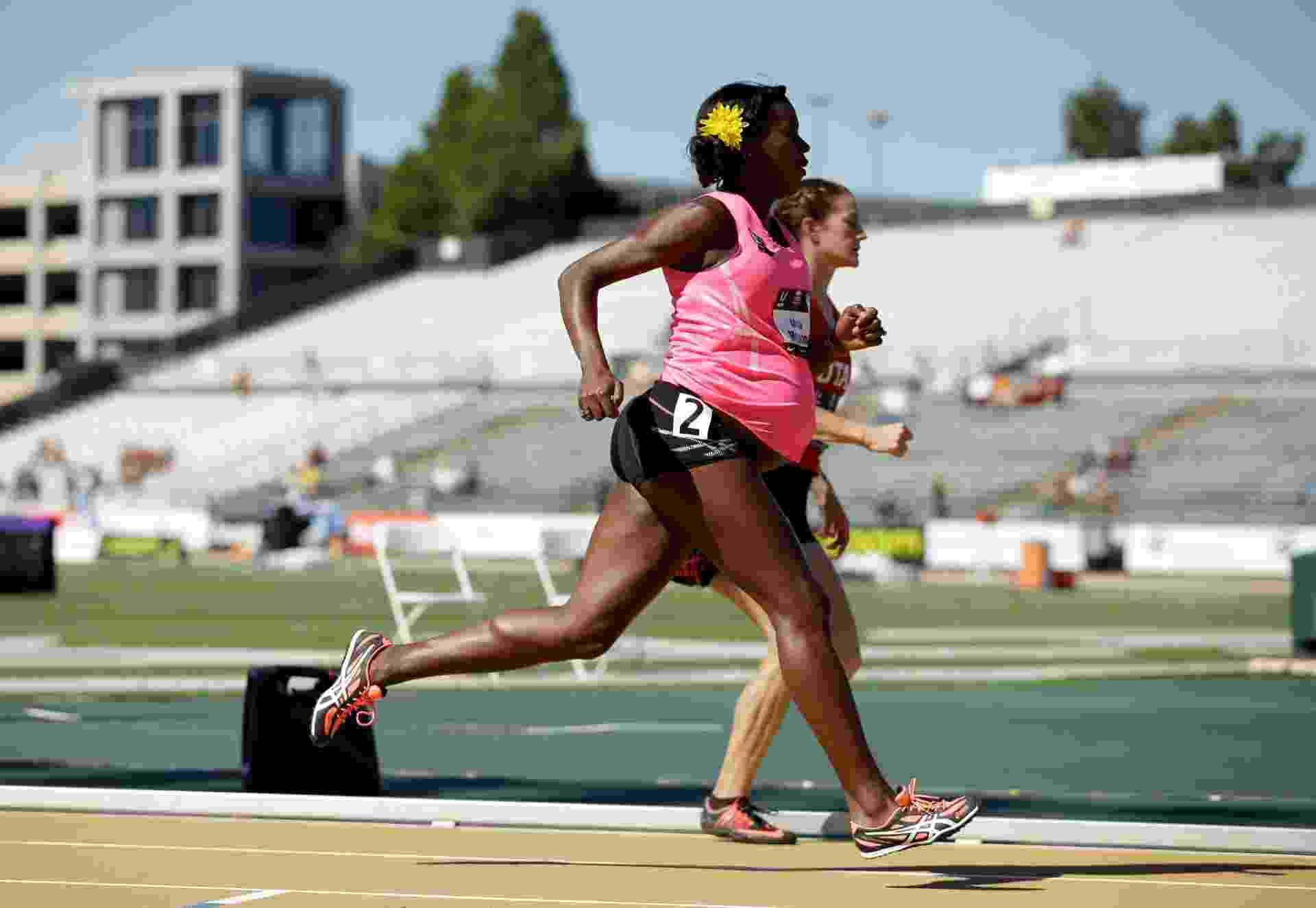 A norte-americana Alysia Montano virou notícia no mundo após correr prova dos 800m mesmo estando grávida de 34 semanas - Ezra Shaw/Getty Images/AFP
