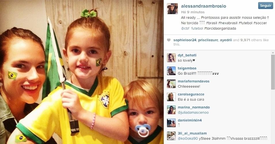 Alessandra Ambrósio e filhos estão na torcida pelo Brasil contra o Chile