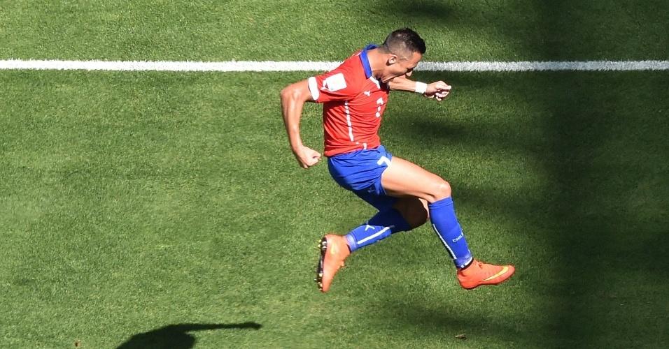 Atacante chileno Alexis Sánchez vibra após empatar o jogo contra o Brasil, no Mineirão