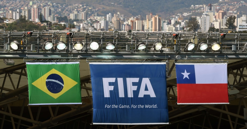 Bandeiras de Brasil e Chile no Mineirão