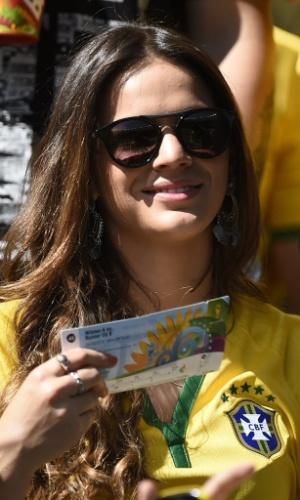 Bruna Marquezine abre sorriso após conseguir a classificação contra o Chile