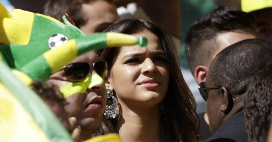 Bruna Marquezine mostra preocupação durante partida entre Brasil e Chile