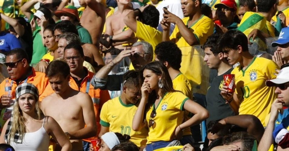 Bruna Marquezine sofre com a partida entre Brasil e Chile pelas oitavas da Copa