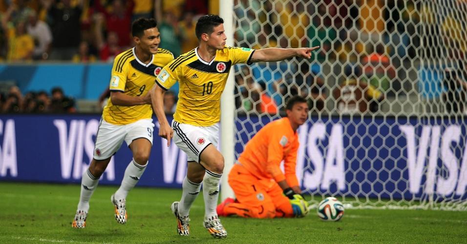 Colombiano James Rodríguez corre para comemorar o segundo dele sobre o Uruguai no Maracanã