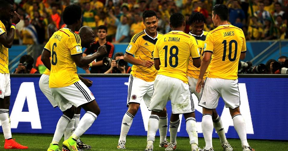 Colombianos fazem dança para comemorar segundo gol de James Rodríguez sobre o Uruguai pelas oitavas de final da Copa