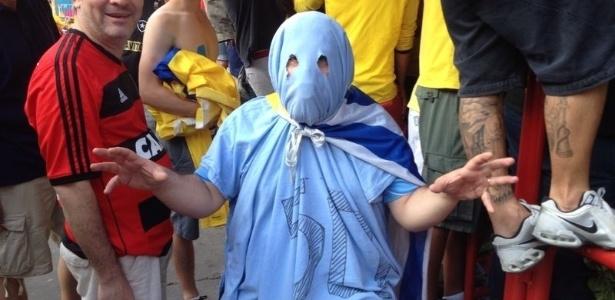 Uruguaios assistiram ao jogo do Brasil no Maracanã, onde o time pega a Colômbia pelas oitavas, às 17h