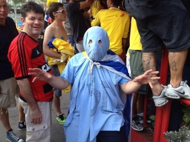Fantasma uruguaio chega ao Maracanã para partida contra a Colômbia pelas oitavas de final da Copa do Mundo