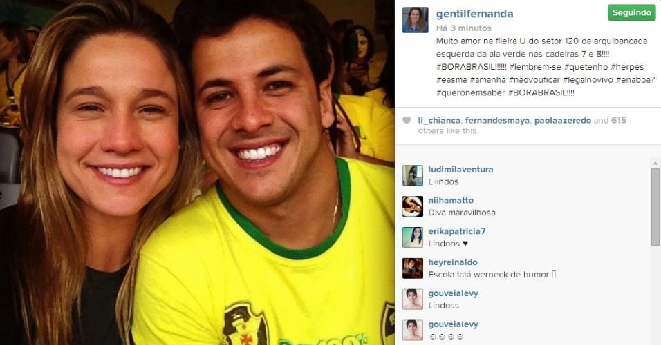 Fernanda Gentil e seu marido marcam presença em arquibancada do Mineirão para Brasil x Chile