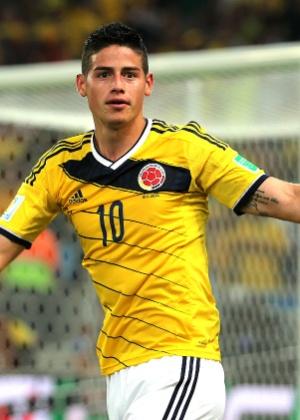 James Rodríguez comemora com a torcida colombiana o segundo dele sobre o Uruguai - Julio Cesar Guimaraes/UOL