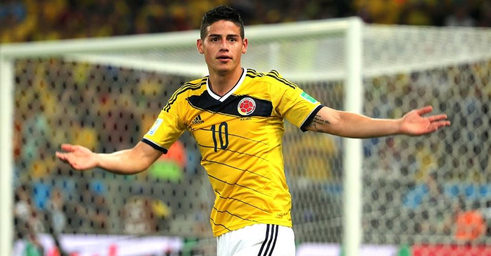 James Rodríguez comemora com a torcida colombiana o segundo dele sobre o Uruguai