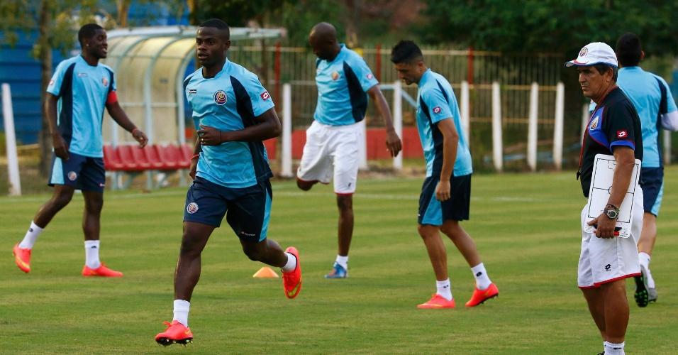 Jogadores da Costa Rica treinam em Recife. Seleção vai encarar a Grécia neste domingo, pelas oitavas de final da Copa