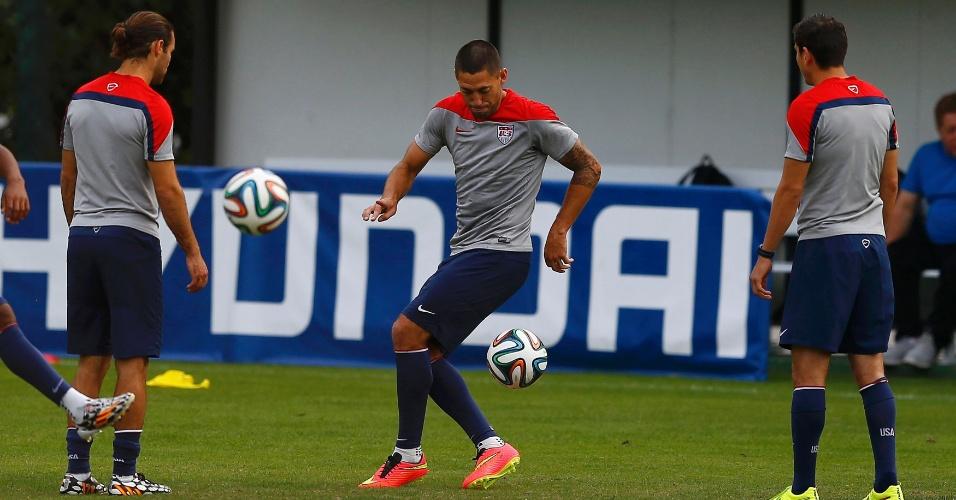 Jogadores dos Estados Unidos, entre eles Dempsey (centro), treinam em São Paulo. Equipe encara a Bélgica na próxima terça-feira